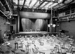 """Eine der vielen Bühnenraumvarianten (""""Katzelmacher"""" - 1999)"""