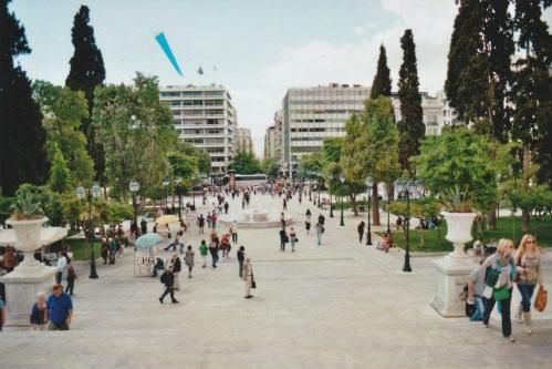 Athen, am Syntagma, gegenüber vom Parlament, das Gebäude dort links, der Amtssitz des griechischen Finanzministers, seit dem 25. Januar Janis Varoufakis